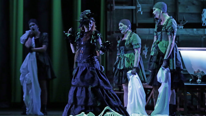 momento-montaje-hechicero-Teatro-Villamarta_1303380222_91738483_667x375